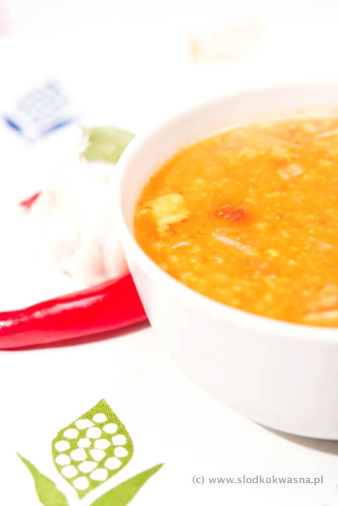 zupa kimchi slodkokwasna ostra z oberżyna Zupa na bazie kimchi i oberżyny