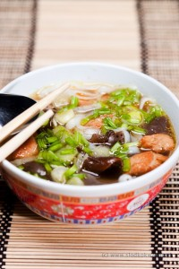 Indykowa zupa  z czarnymi grzybami i makronem pho