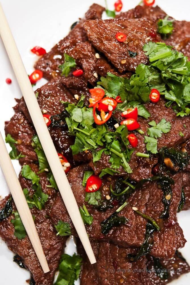 Smażona wołowina z trawą cytrynową i liśćmi la lot