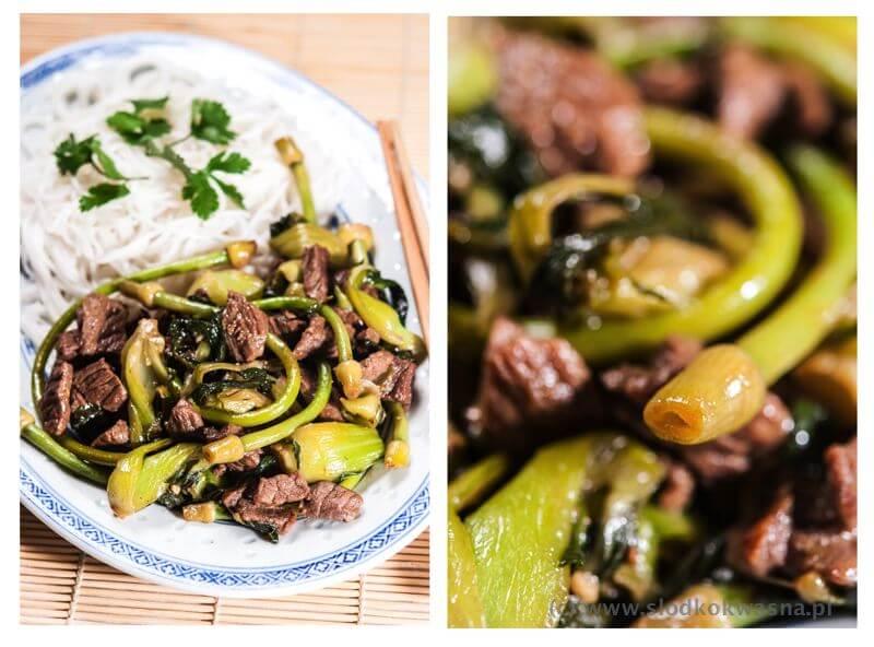 fot cookandwatch com wolowina z wietnamskim czosnkiem i pak choi Wołowina z łodygami czosnku i pak choi z woka
