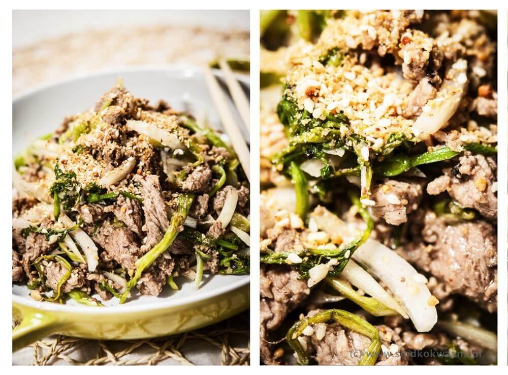 fot cookandwatch com salata wolowina warzywo Sałatka z warzywem