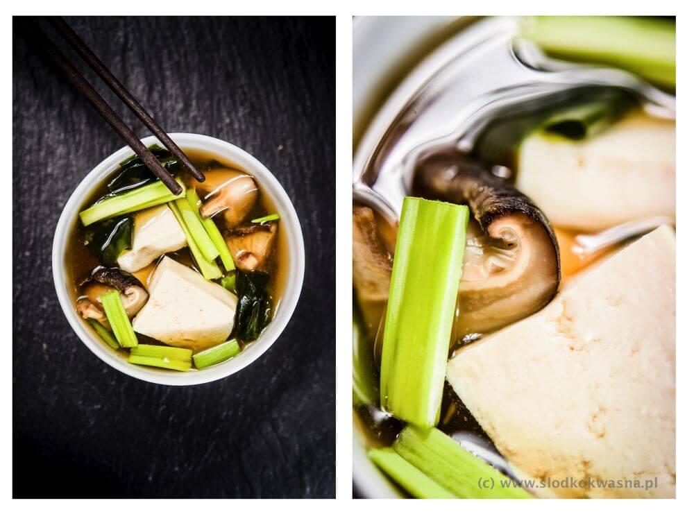 fot cookandwatch com zupa miso z tofu grzybami wakame i szczypiorem Zupa miso z tofu, grzybami, wakame i szczypiorem