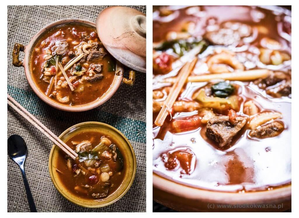 fot cookandwatch com zupa z wolowina i flakami Tajska kwaśna zupa z wołowiną i flakami