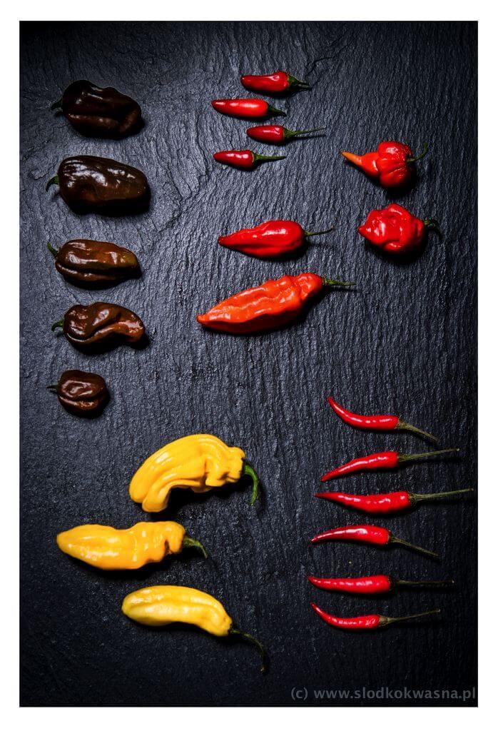 fot cookandwatch com papryczki mix Ostre sosy z ostrymi papryczkami chili