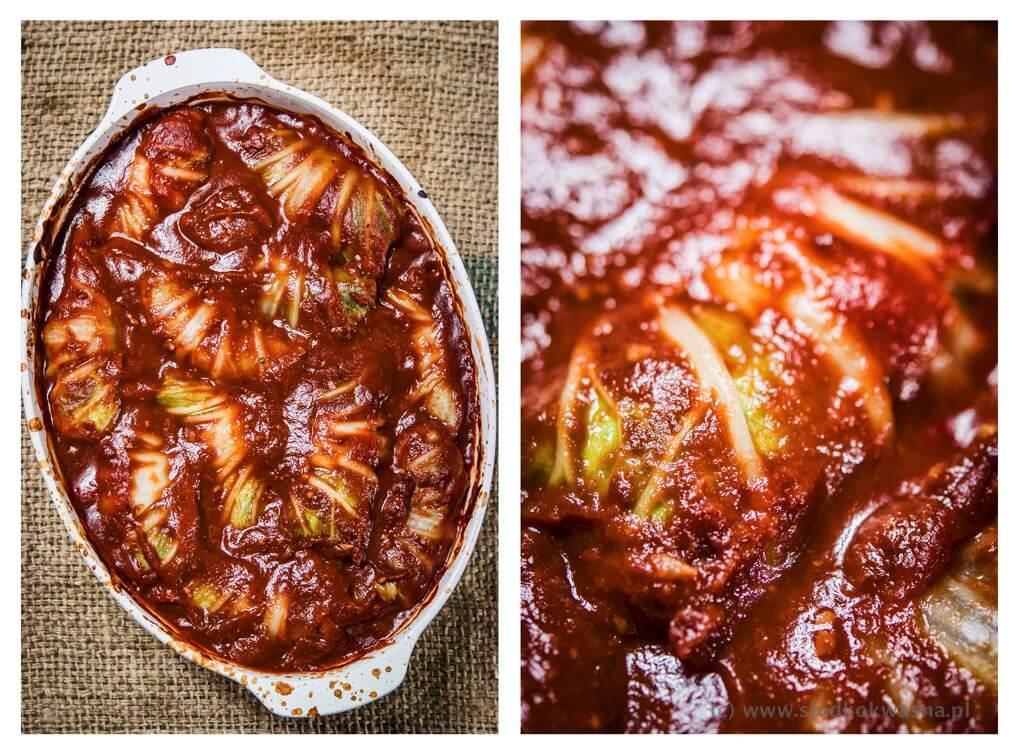 fot cookandwatch com golabki zapiekane z kapusty pekinskiej z miesem mielonym i pasta koreanska Gołąbki z kapusty pekińskiej z wieprzowiną