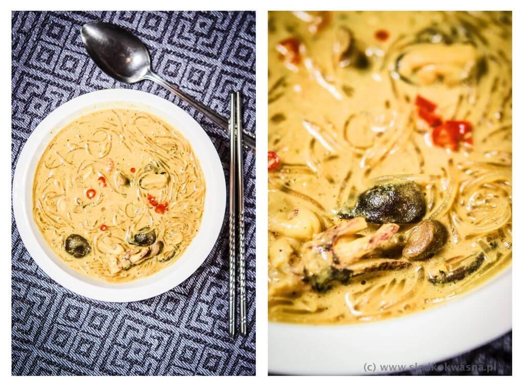 fot cookandwatch com zupa na domowej pascie z owocami morza i makaronem i shitake Zupa z owocami morza i mlekiem kokosowym