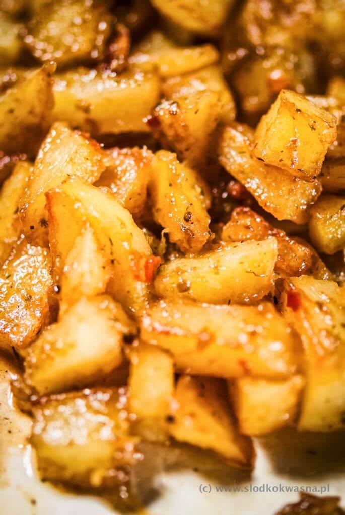 fot cookandwatch com ziemniaki z tkemali blog Policzki wieprzowe duszone z marchewką