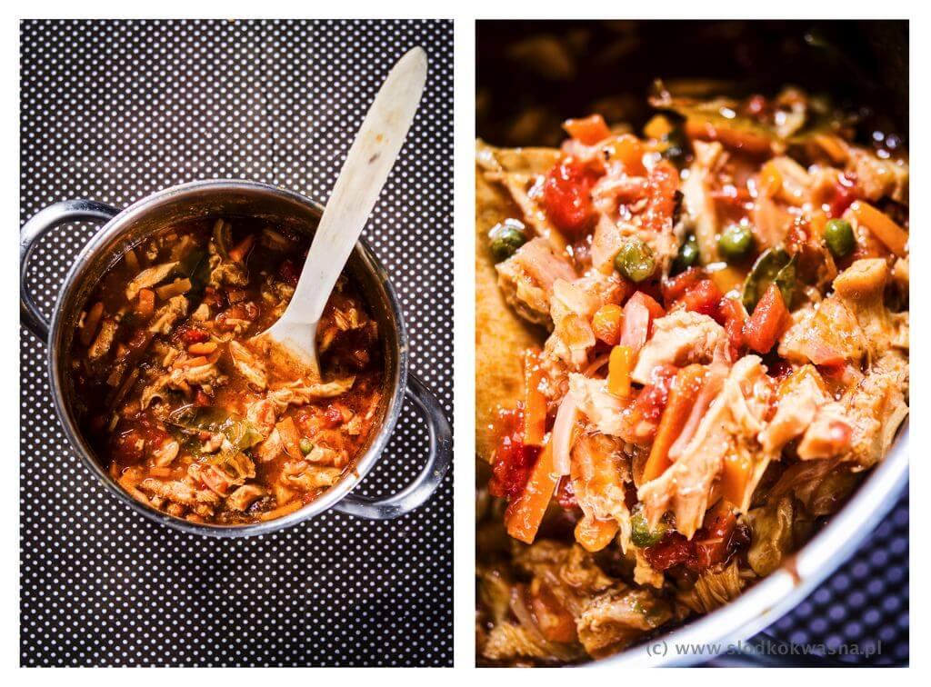 fot cookandwatch com flaki z pomidorami zatarem sosem rybnym i kaffirem 001 Flaki z azjatyckim sznytem