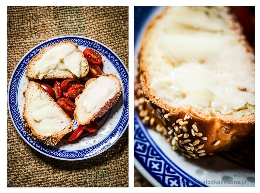 fot cookandwatch com kanapka swieza chalka maslo pomidry sol i pieprz Przepis na chałkę