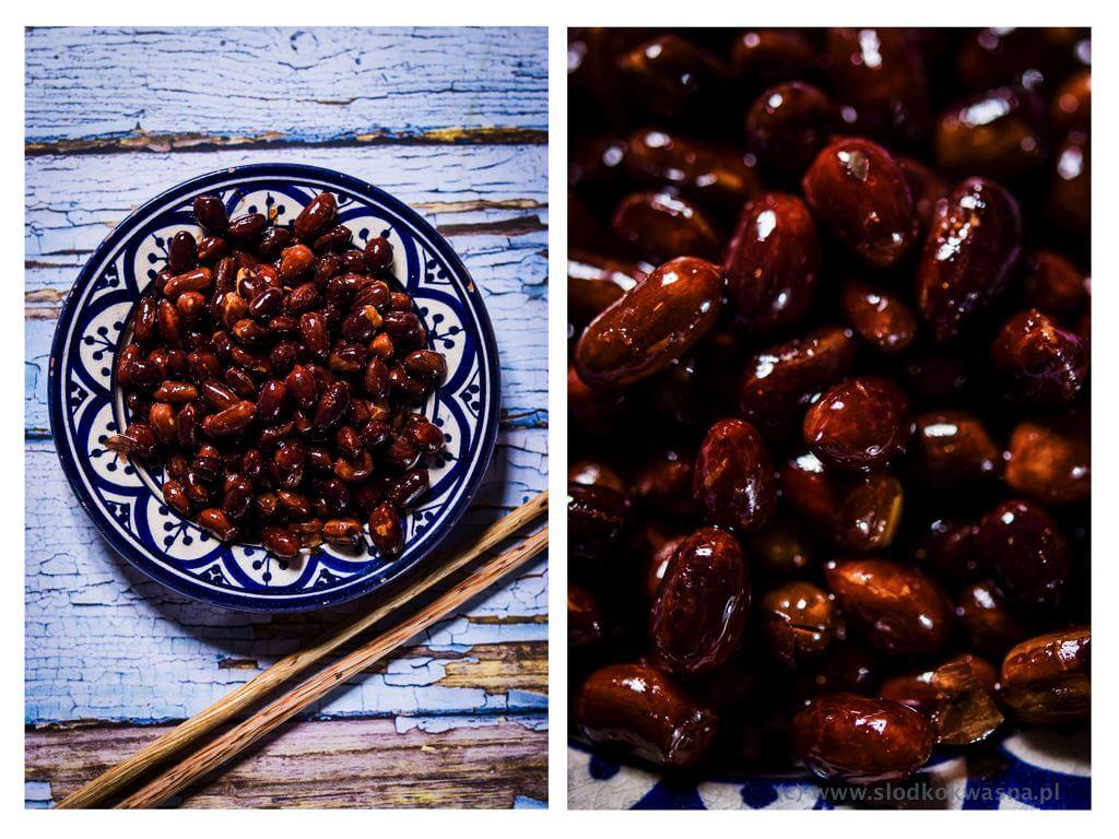fot cookandwatch com orzeszki ziemnne prazone na oleju z sola i sosem rybnym Przekąska z orzeszków ziemnych