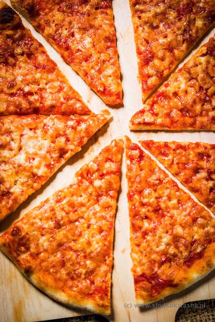 fot cookandwatch com DSCF1202 New York pizza. Klasyczna pizza w stylu nowojorskim